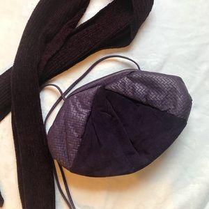 Vintage purple leather shoulder bag.